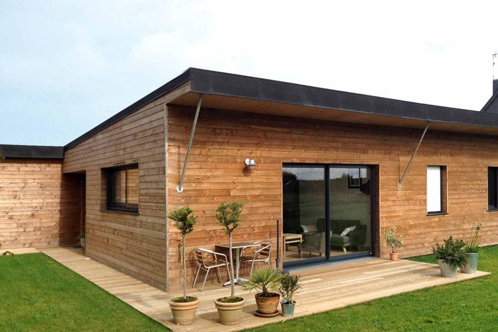 Maison de plain pied avec bardages bois
