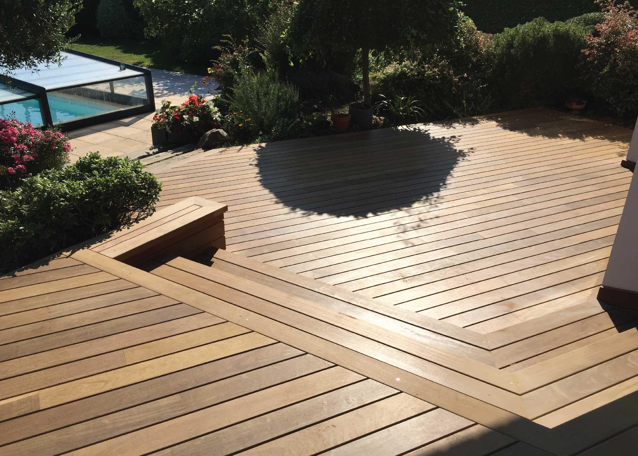 Terrasse en bois haut de gamme et complexe