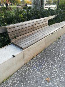 Banc grisé esplanade Nîmes